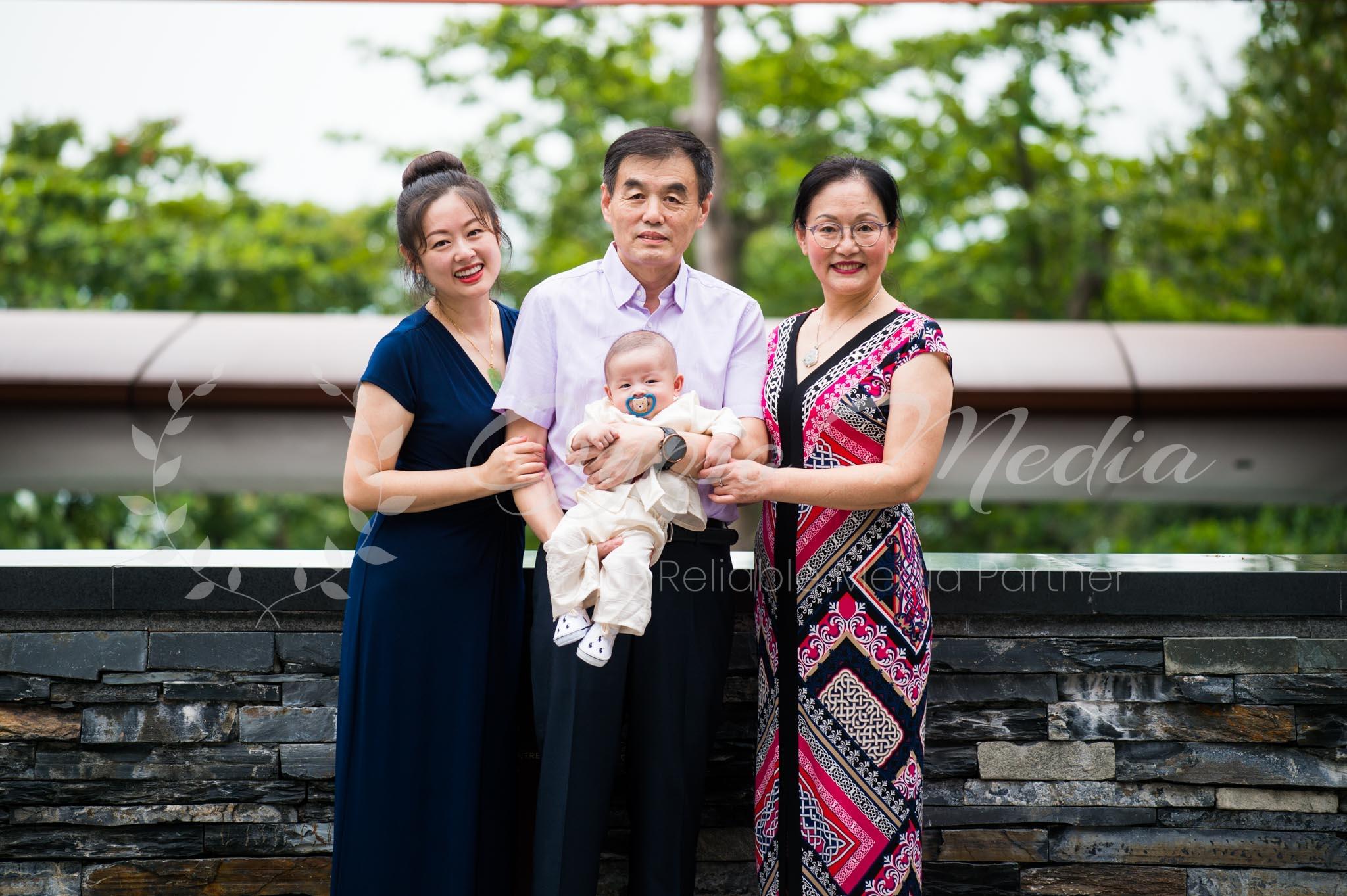Freelance Photographer Singapore | Family Outdoor Photoshoot Singapore